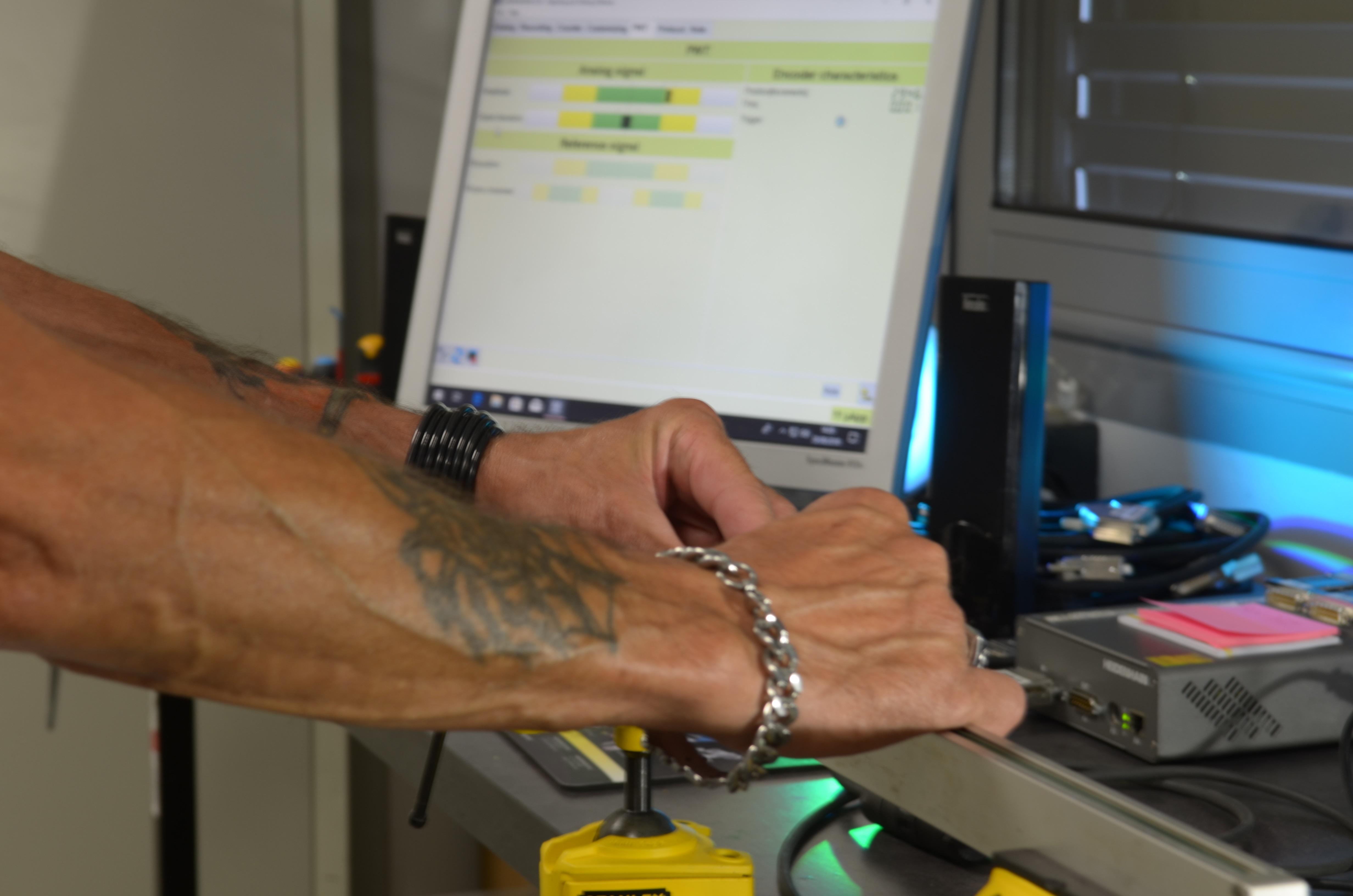 Réparation d'une règle Heidenhain pour la maintenance d'une visu